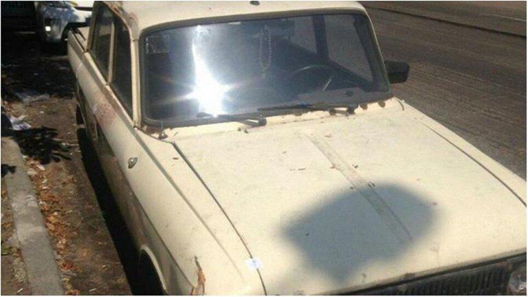 На заднем сиденье автомобиля неизвестные оставили гранатомет. - фото 1