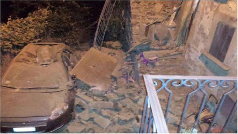 Город Аккумоли полностью разрушен, дороги завалены, поврежден мост - фото 1
