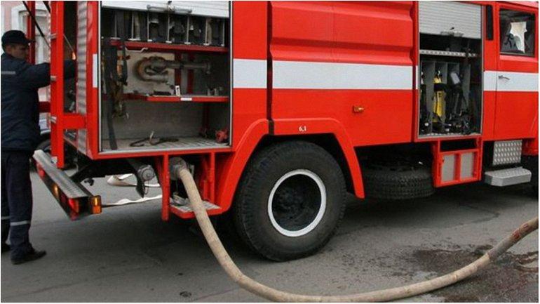 Пожарные сообщили полицейским о возгорании автобуса - фото 1