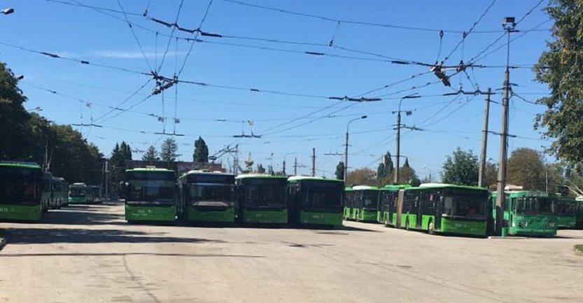 Харьковский мэр предлагает предоставить возможность решать проблему компетентным органам из столицы - фото 1