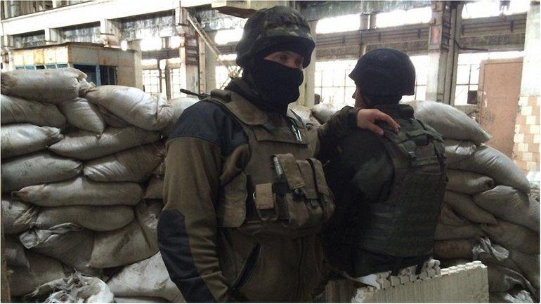 Украинские десантники продолжают биться за промзону Авдеевки - фото 1