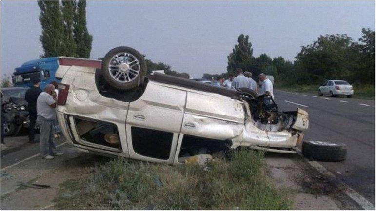 Авто депутата перевернулось от столкновения с другим внедорожником - фото 1