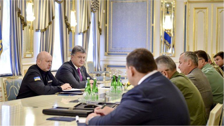 Президент Украины поручил руководителям силовых структур привести все подразделения у границ оккупированных территорий в усиленную боеготовность - фото 1