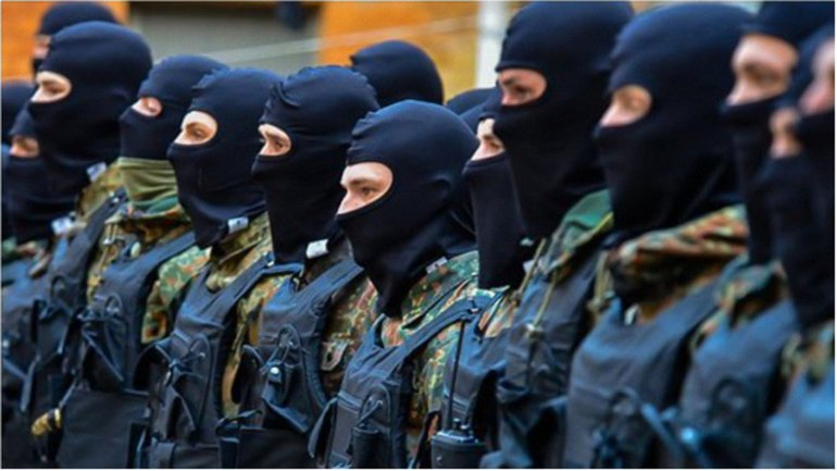 """Приказ о выходе """"Азова"""" поступил, когда город требует подкрепления - фото 1"""