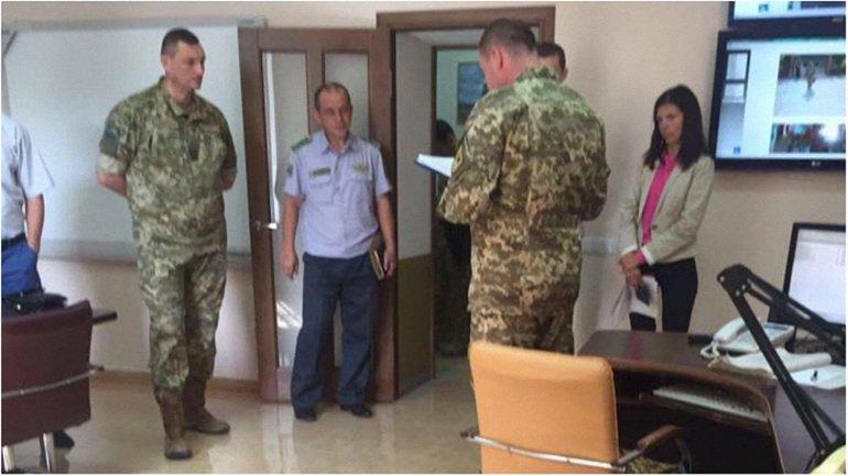 Фото с места обыска в офисе ведомства в Киеве - фото 1