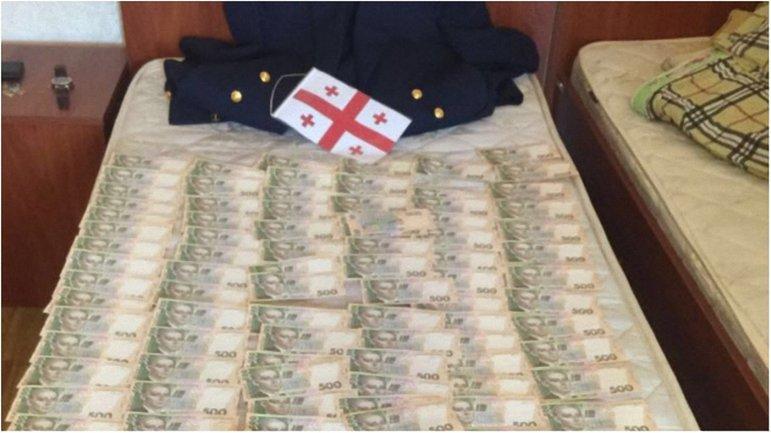 Работник прокуратуры получил 375 тысяч гривен взятки - фото 1