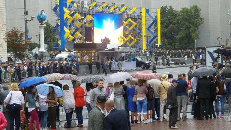 По случаю праздника в Киеве традиционно проводится военный парад - фото 1