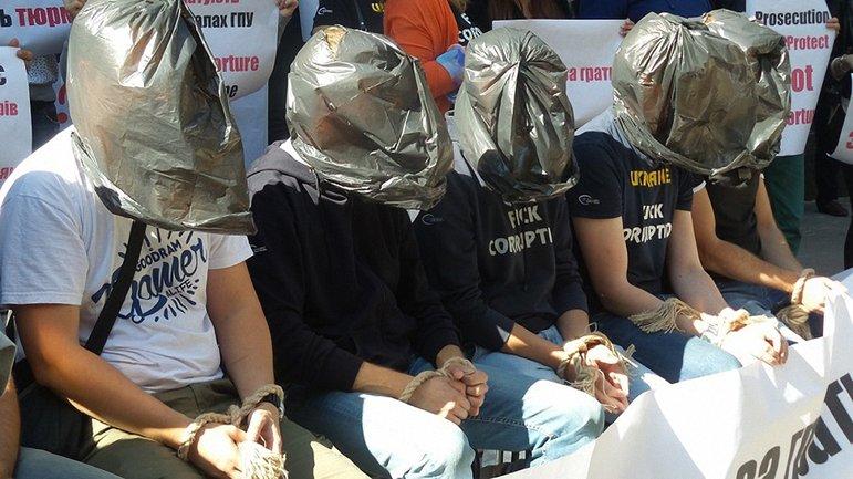 Активісти продемонстрували катування на собі - фото 1