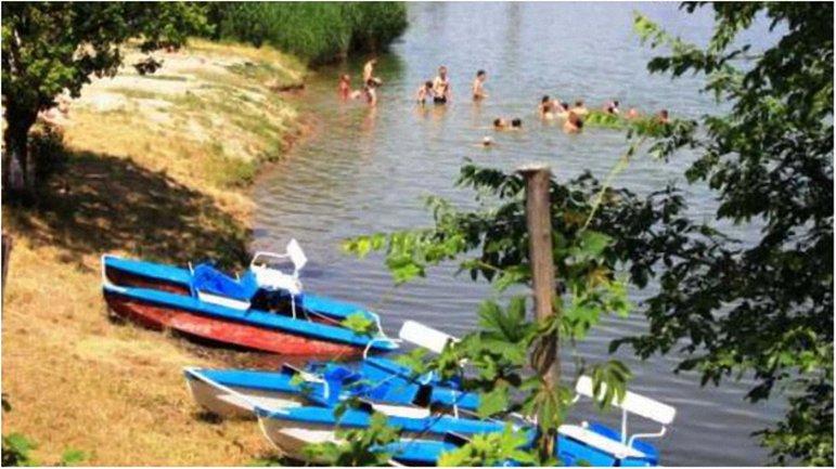 Оккупанты запретили жителям купаться в отравленном водоеме - фото 1