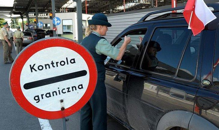На границе с Польшей до сих пор очереди из украинских автомобилей - фото 1