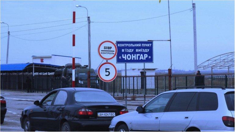 Оккупанты открыли все пункты пропуска в Крыму - фото 1