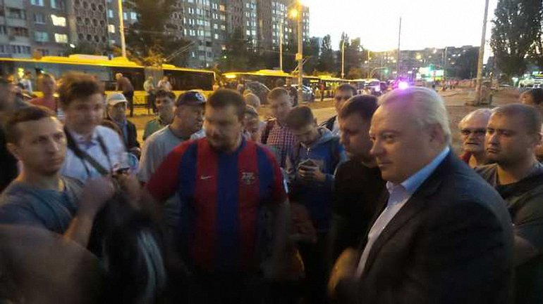 Главе Оболонской РГА не удалось убедить протестующих - фото 1