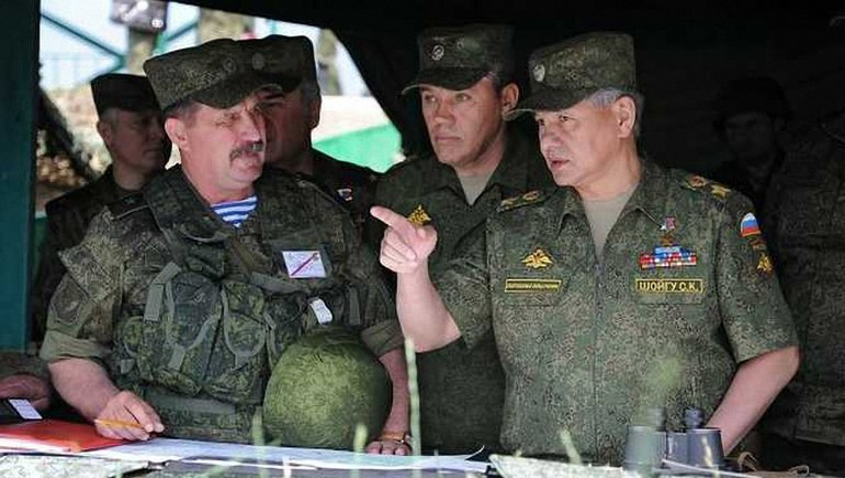 Шойгу решил лично поучаствовать в учениях в оккупированном Крыму - фото 1