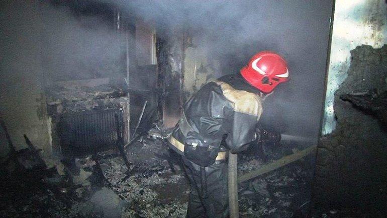 Спасатели работали в условиях сильного задымления - фото 1