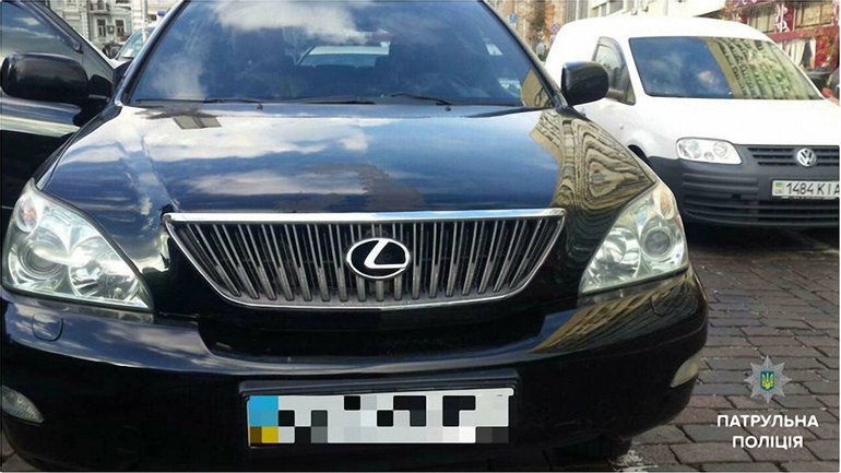 Патрульные Киева догнали и задержали водителя Lexus, который грубо нарушил ПДД - фото 1