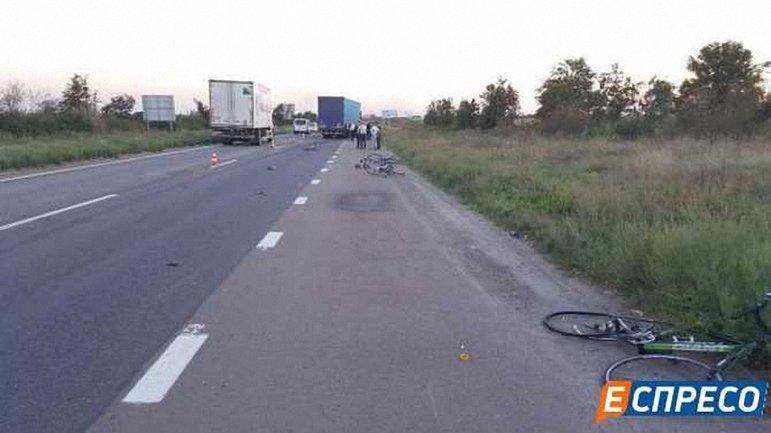 Водитель фуры сбил сразу восьмерых велосипедистов - фото 1