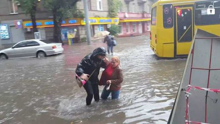 В Одессе за полдня выпала месячная норма осадков - фото 1