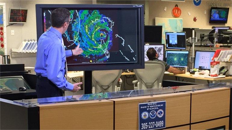 Сейчас ураган движется к побережью США - фото 1