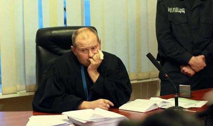 Судью Чауса хотят объявить в международный розыск, но Интерпол пока не реагирует - фото 1