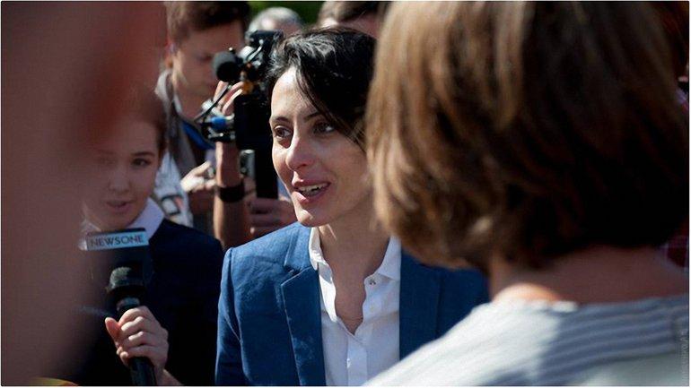 Деканоидзе прокомментировала митинг под МВД за ее отставку - фото 1