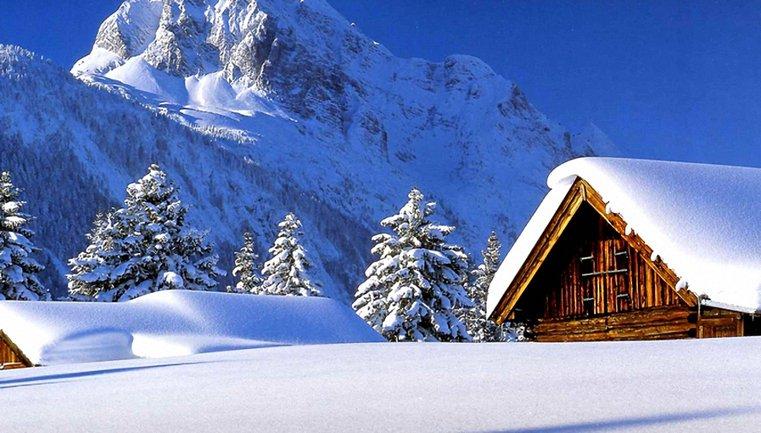 Карпаты продолжает заносить снегом - фото 1