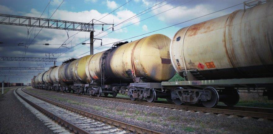 Россия перебросила через границу цистерны с топливом и бронетехнику - фото 1