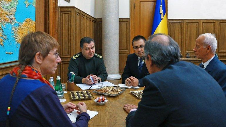 Полторак провел встречу с стратегическими советниками  - фото 1
