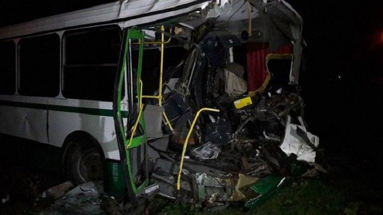 В результате столкновения водитель автобуса умер на месте - фото 1