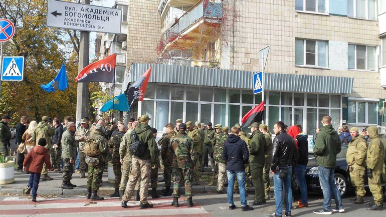 Протестующие требуют отставки Авакова - фото 1