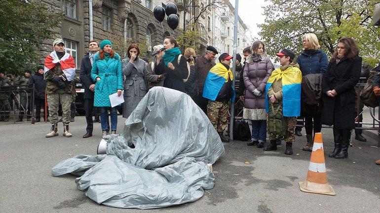 """Активісти """"Євромайдан SOS"""" прийшли скаржитись президенту на Генпрокурора - фото 1"""