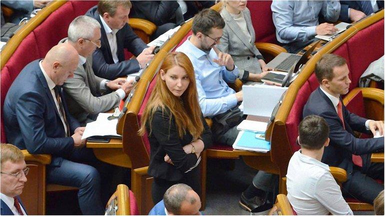 Пані нардеп обурена рівнем обізнаності слідчої Юлії Вололимирівни - фото 1