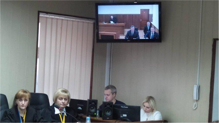 В ходе допроса Януковичу зачитали сообщение о подозрении - фото 1