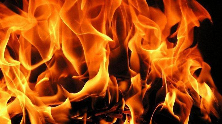 Для тушения пожара вызывали дополнительную бригаду спасателей - фото 1