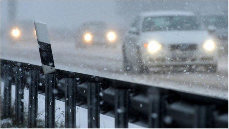 На автодорогах столицы работает 261 единица снегоуборочной техники - фото 1