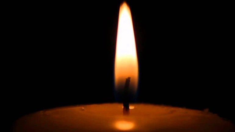 Представители церкви провели панахиду по погибшим от голодоморов украинцам - фото 1