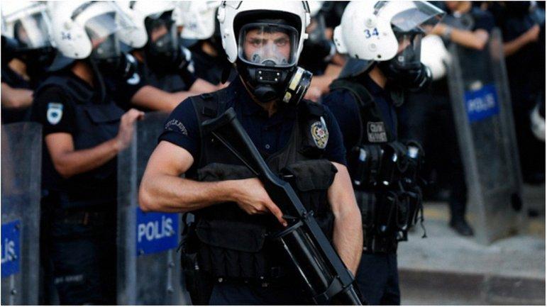 Граждане протестуют против арестов журналистов оппозиционной газеты - фото 1