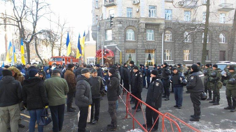 Правоохранители считают, что акции протеста могут перерости в беспорядки после 17 ноября - фото 1