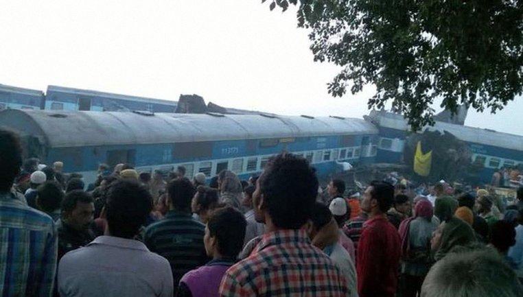 Из-за ЧП с поездом в Индии погибло уже более 130 человек - фото 1