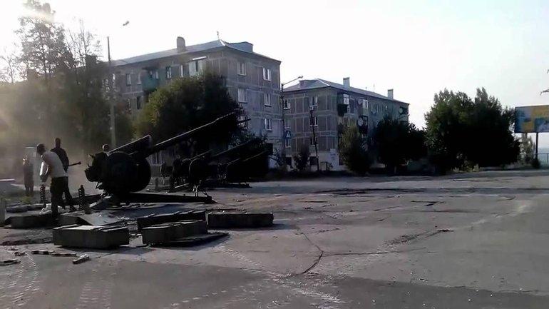 Боевики стреляют из жилых кварталов и нередко обстреливают мирных жителей - фото 1