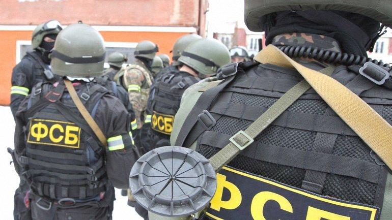 Задержанных ФСБ украинцев арестовали на два месяца - фото 1