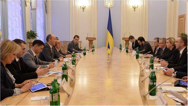 Евродепутаты поедут на Донбасс - фото 1