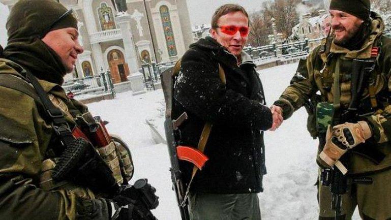 В 2014-м Охлобыстин с автоматом на плече разгуливал по Донецку - фото 1