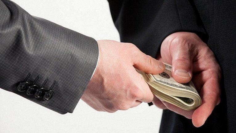 Государственный ревизор попался на получении последних $500 взятки - фото 1