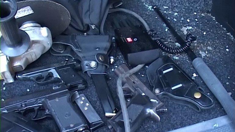 В их автомобилях нашли целый арсенал - фото 1