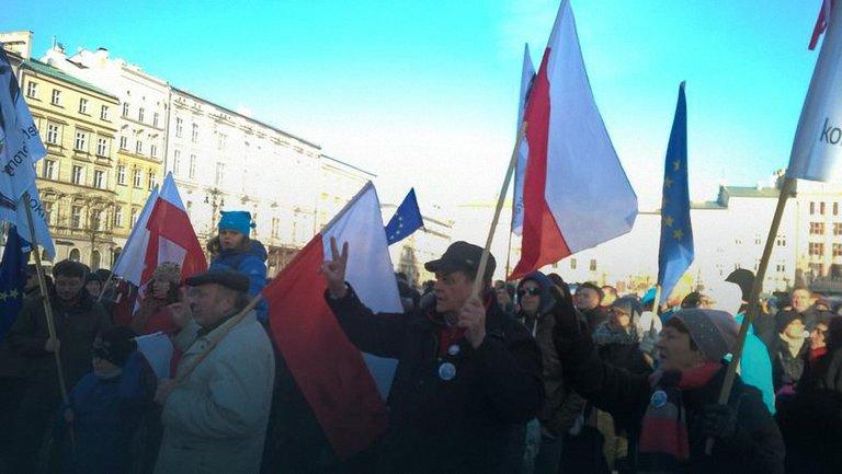 С протестами поляки вышли не только в Варшаве, но и в других городах - фото 1