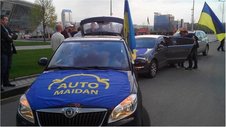 Активисты уже собираются на Владимирском спуске в Киеве - фото 1