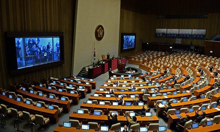 Соответствующий документ подписали более 170 депутатов из 300 - фото 1