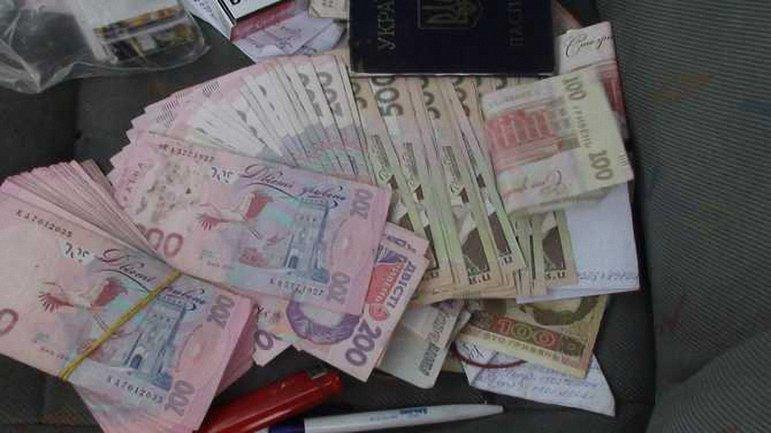 Один из нарушителей снял в банке около 100 тысяч гривен - фото 1