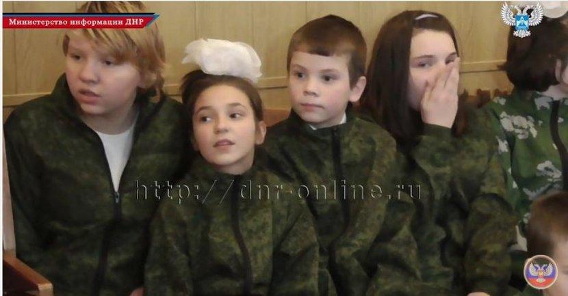 Боевики приехали проведать сирот с военной формой в качестве подарков - фото 1