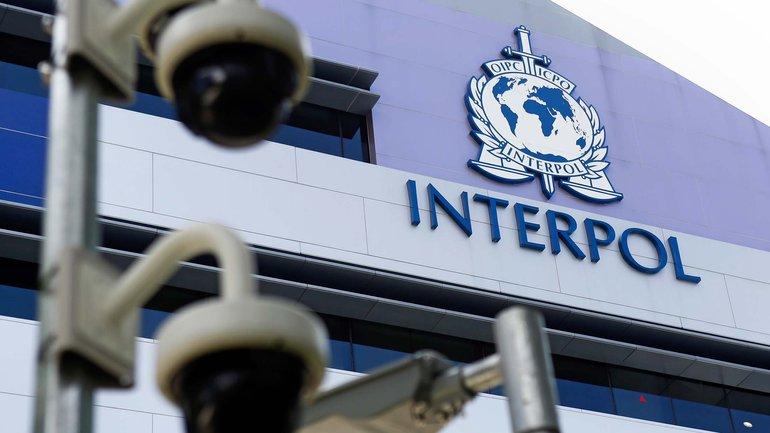 Мужчина разыскивается Интерполом с мая 2014 года - фото 1